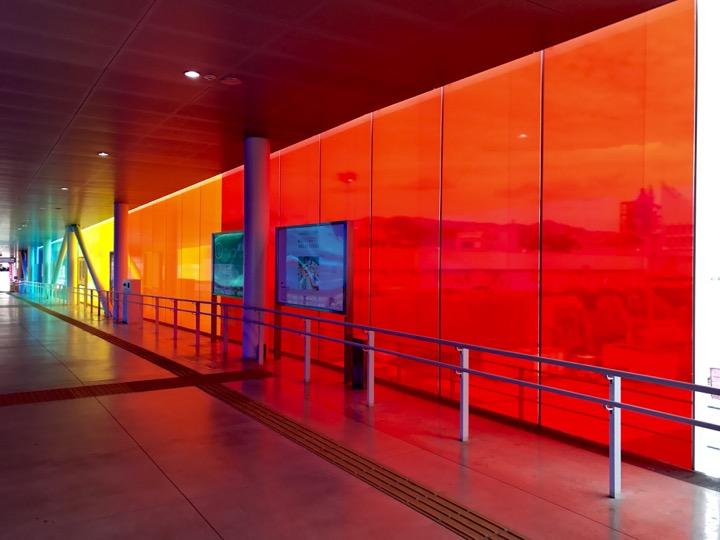 回廊の中で:この場所のための4つの虹 ー KENPOKU ART 2016のために