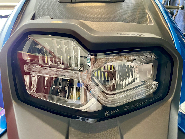 C400X ヘッドライト